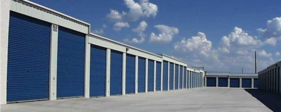 Living stingy the great american self storage locker for Great storage